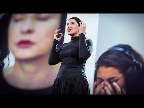 マリーナ・アブラモヴィッチ: 信頼、弱さ、絆から生まれるアート