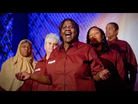 ザ・レディー・ライファーズ: 終身刑に服する女性たちの感動の歌声