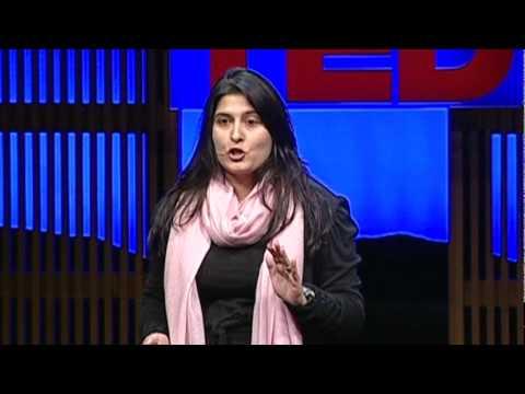 シャーミーン・オベイド・チノイ: 自爆テロ養成学校の内側