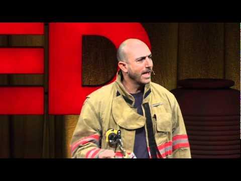 マーク・ベゾス: ボランティア消防士が語る人生の教え
